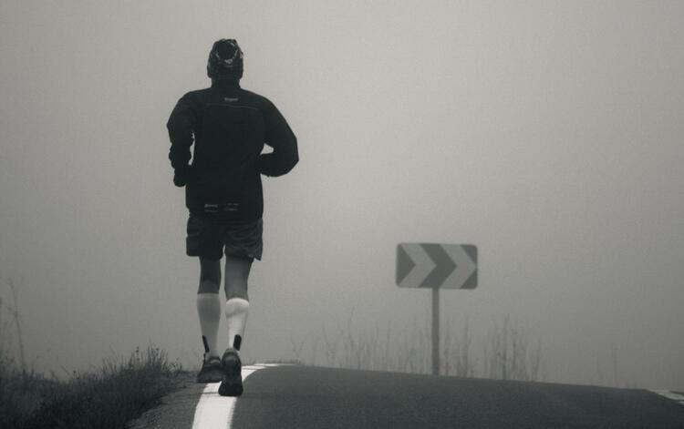 Chạy bộ trên đường