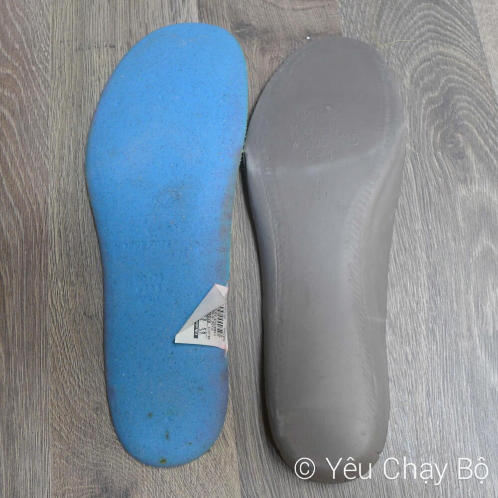 Vật liệu chế tạo miếng lót giày của Nike Zoom Fly (bên phải) khác so với Nike Free Flyknit 4.0 (bên trái)