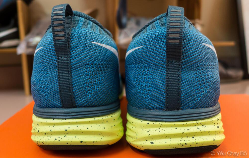 Nike Flyknit Lunar 2 nhìn từ phía sau
