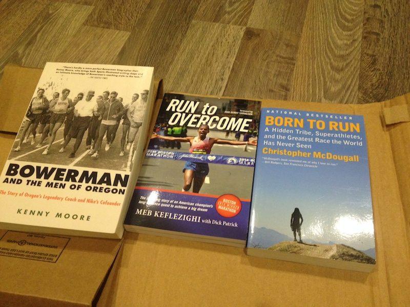 Ba quyển sách chạy bô đầu tiên đặt hàng từ Amazon
