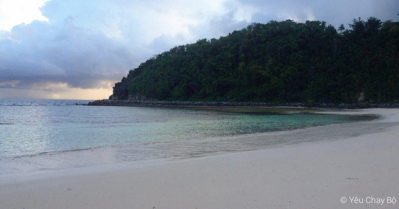 Lapuz Lapuz Beach là bãi biển riêng của resort nên rất vắng người