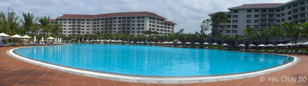 Toàn cảnh hồ bơi khủng ở Vinpearl Phú Quốc