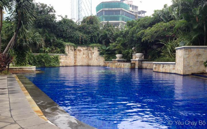Hồ bơi ngoài trời của Ritz-Carlton Jakarta
