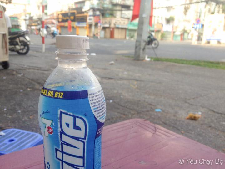 Uống Revive ngắm Sài Gòn