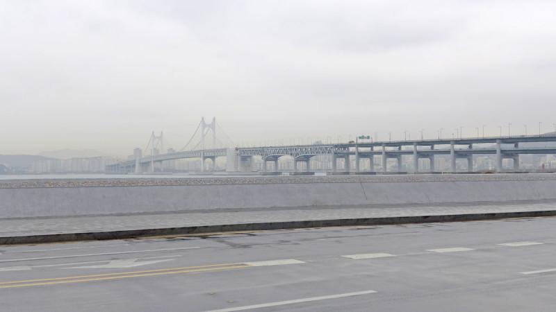 Cầu bắc ngang eo biển ở Busan