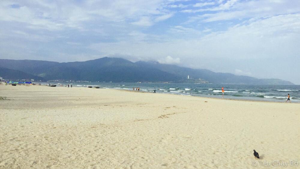 Bờ biển Đà Nẵng trắng sạch tuyệt vời