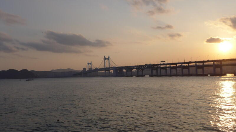 Cầu Gwangan bắc qua eo biển ở Busan