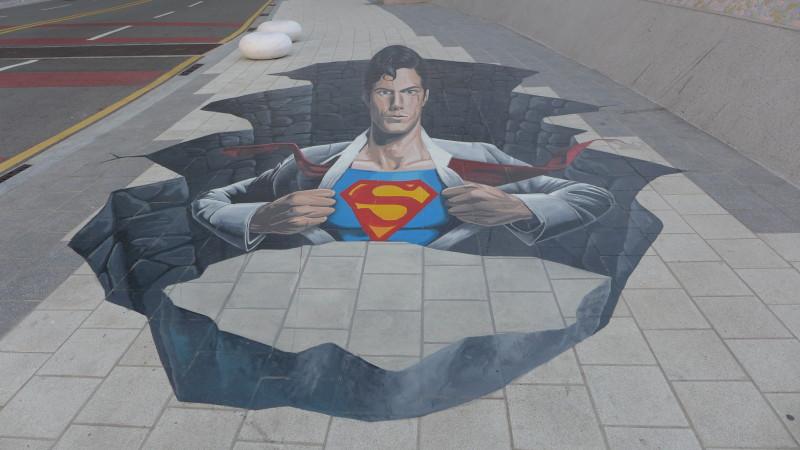 Hình 3D Superman trên vỉa hè