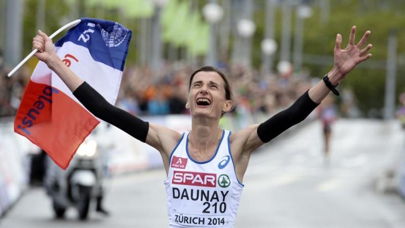 Vận động viên nữ người Pháp - Christelle Daunay vui mừng khi giành chiến thắng cự ly Marathon ở sự kiệnEuropean Athletics Championships ở Zurich, Thụy Sỹ ngày 16/08/2014(AP Photo/Petr David Josek)