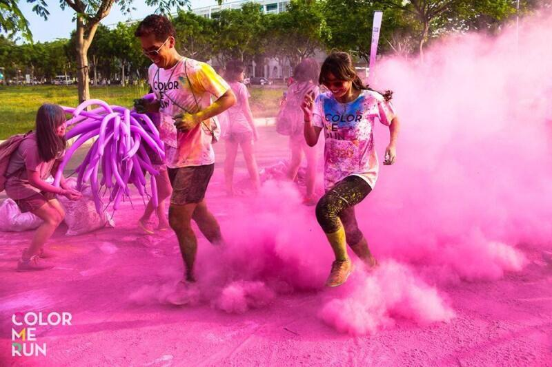 Lần đầu tiên Color Me Run được tổ chức ở Việt Nam đã tạo nên cú híchlớn cho phong trào chạy bộ trong nước. Năm nay Color Me Run sẽ quay lại với hành trình đầu tiên ở TP.HCM, sau đó là Đà Nẵng và Hà Nội. (Ảnh: Pulse Active)