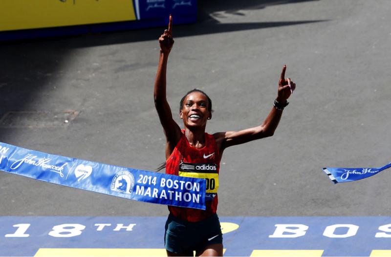 Rita Jeptoo (Kenya) giành chiến thắng ở sự kiệnBoston Marathon lần thứ 118 ngày 21/04/2014ởBoston, Massachusetts. (Photo by Jim Rogash/Getty Images)