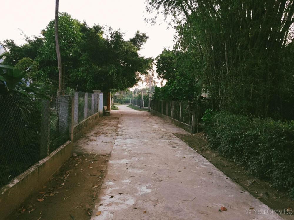 Đường ở quê nay đã được bê tông hoá, không lo sình lầy