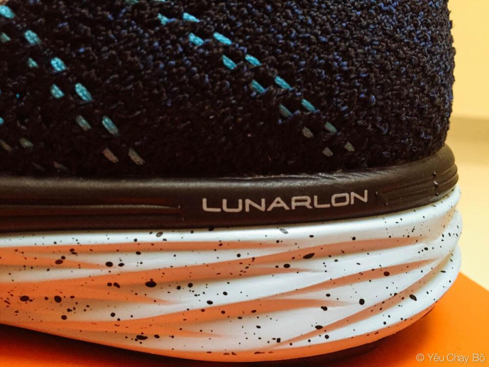 LUNARLON tiếp tục phát huy khả năng đàn hồi tuyệt vời trên Nike Flyknit Lunar 3