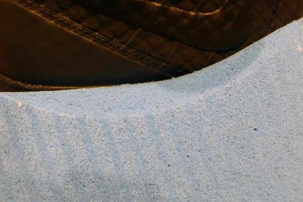 Sockliner được mài ở má trong để phù hợp với cấu tạo bàn chân