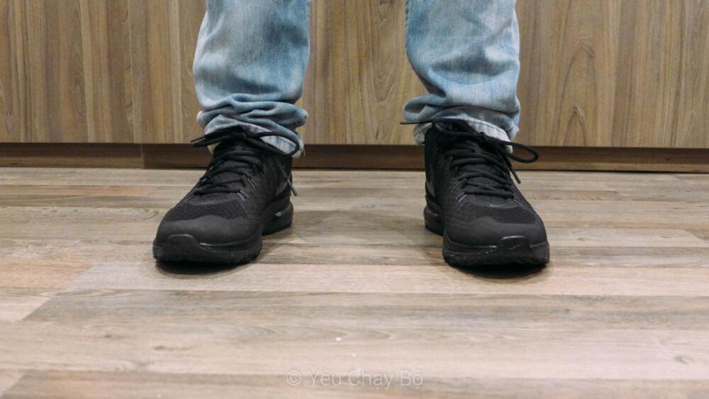 Trên chân Nike Air Max TR1 180 - Nhìn từ phía trước