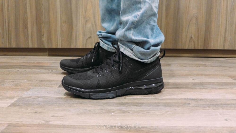 Trên chân Nike Air Max TR1 180 - Nhìn từ bên hông