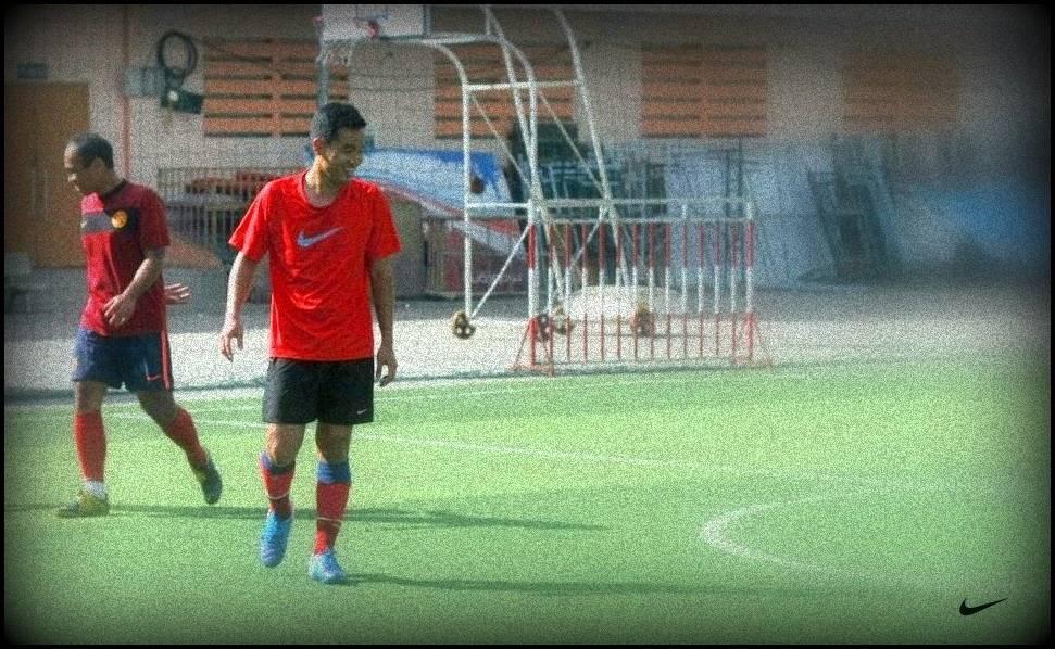 Siêu cầu thủ Thuận Bùi trên sân