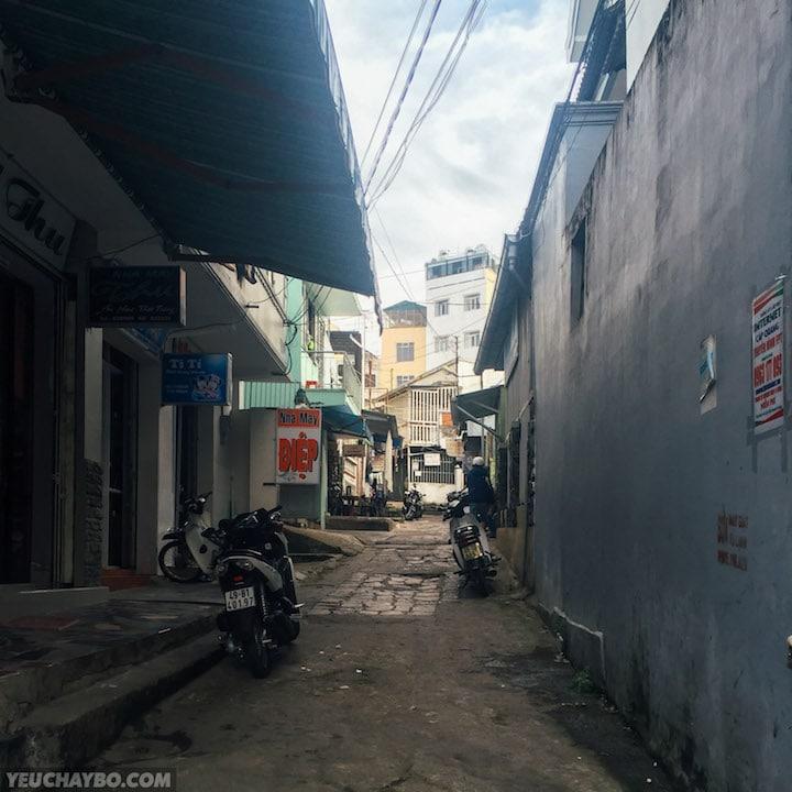 Một con dốc khác đi tắt từ Phan Đình Phùng qua Trương Công Định