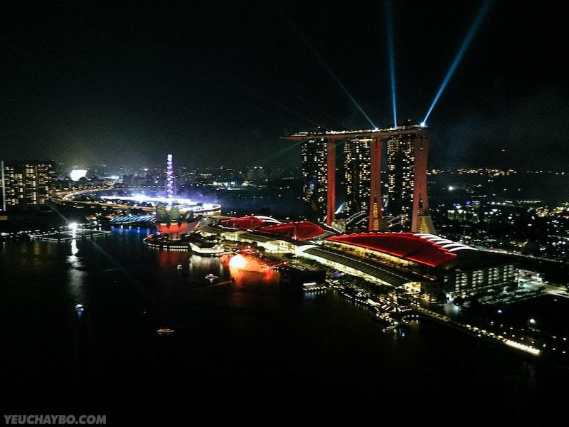 Marina Bay lên đèn