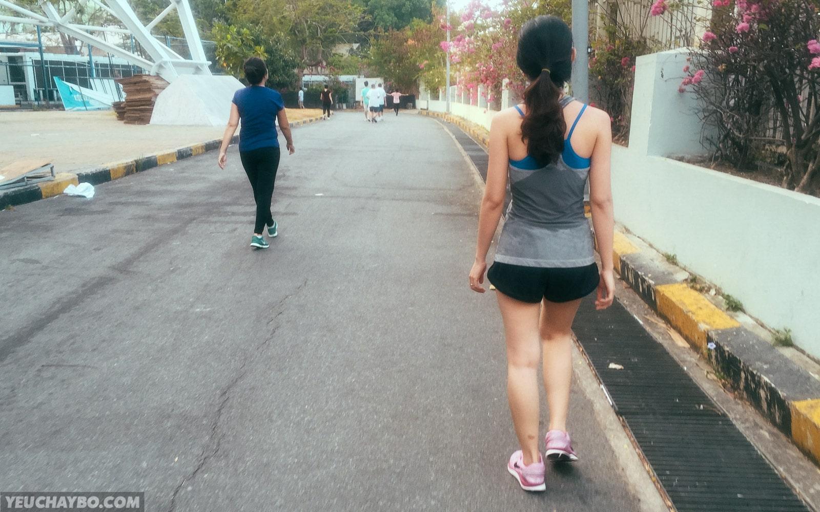 [Chạy bộ cùng vợ] Cuối tuần chạy bộ ở nhà thi đấu Phú Thọ cùng người đẹp