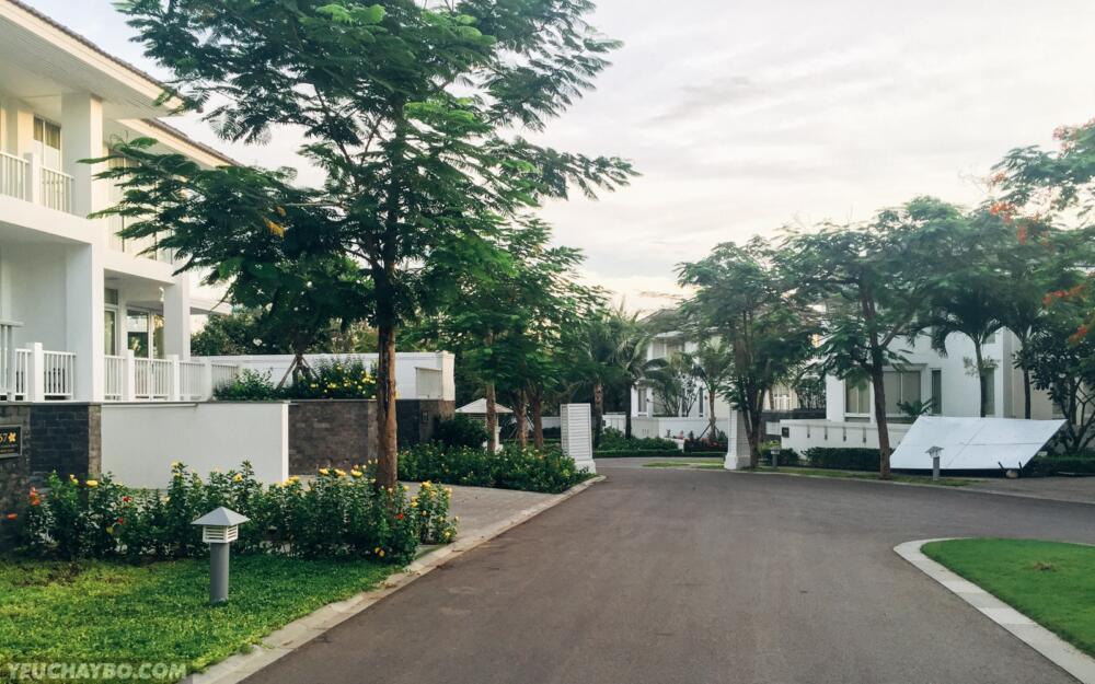 5h45: thẳng tiến tìm đường ra cổng khu biệt thự