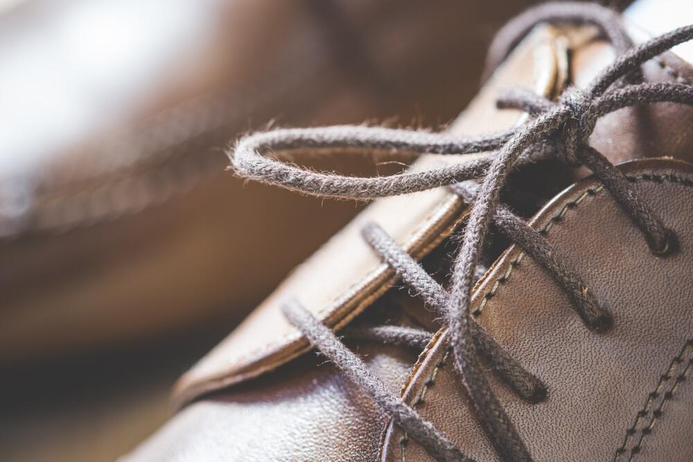 Giày Tây thường chọn size nhỏ hơn giày thể thao