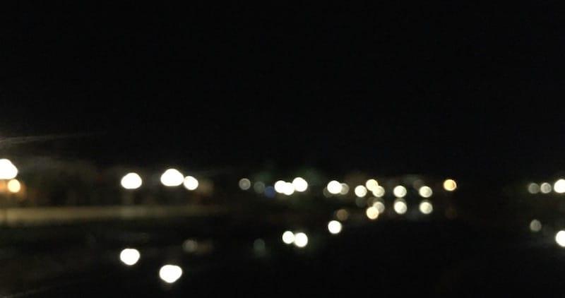 Ảnh chụp từ trung tâm phố cổ nhìn qua phố bên sông