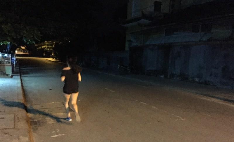 Runner vợ chạy về nhà