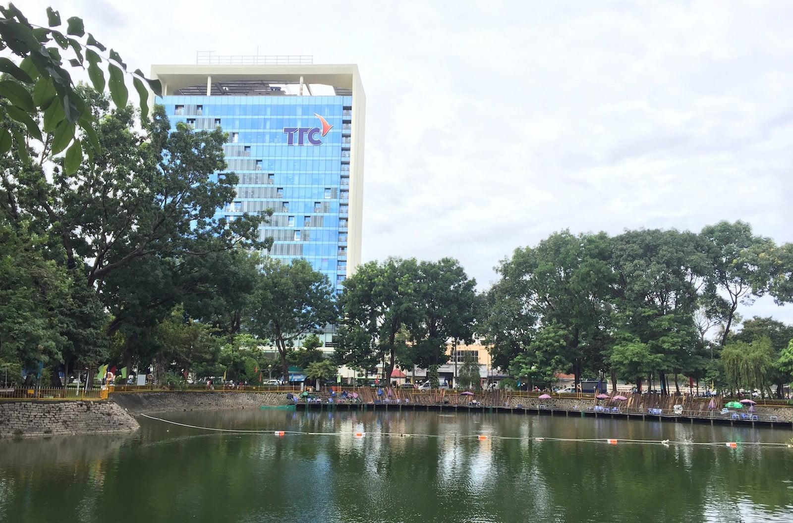 Khám phá công viên Hoàng Văn Thụ – Đường chạy mát mẻ, nhiều cây xanh