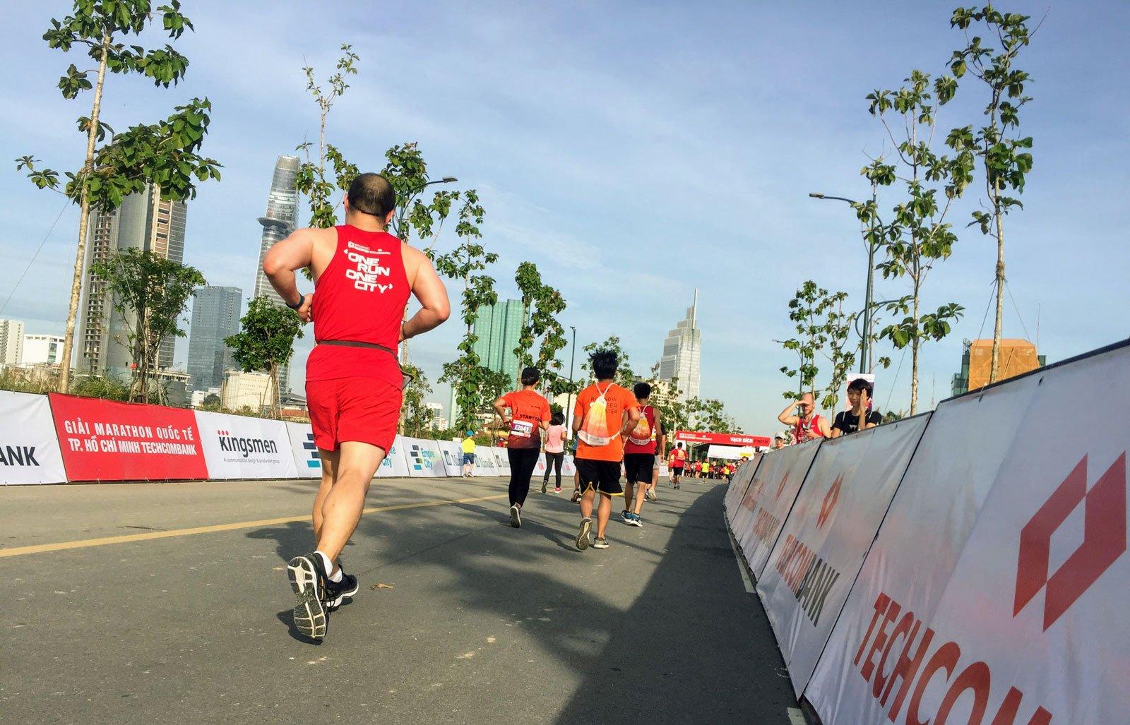 Kí sự HCMC International Marathon 2017 – Cắm đầu mà chạy!